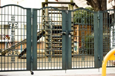 幼稚園・門a0006_001356.jpg